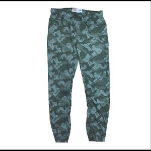 Levi camouflage size youth large joggers pants